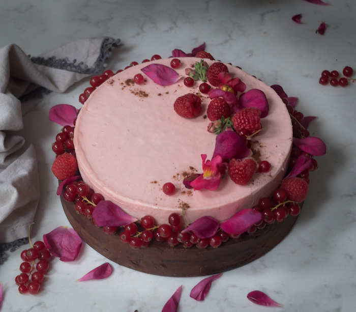 Recipe for raspberry, currant  mousse brownie.
