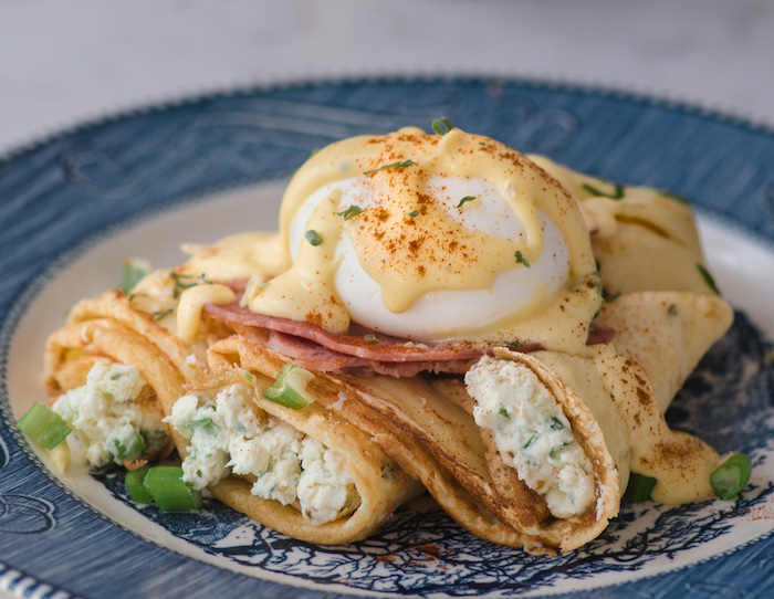 Recipe for sous vide eggs benedict with chive crepes.